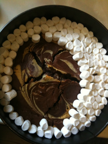 chocolate-mallow-cake-adding-marshmallows